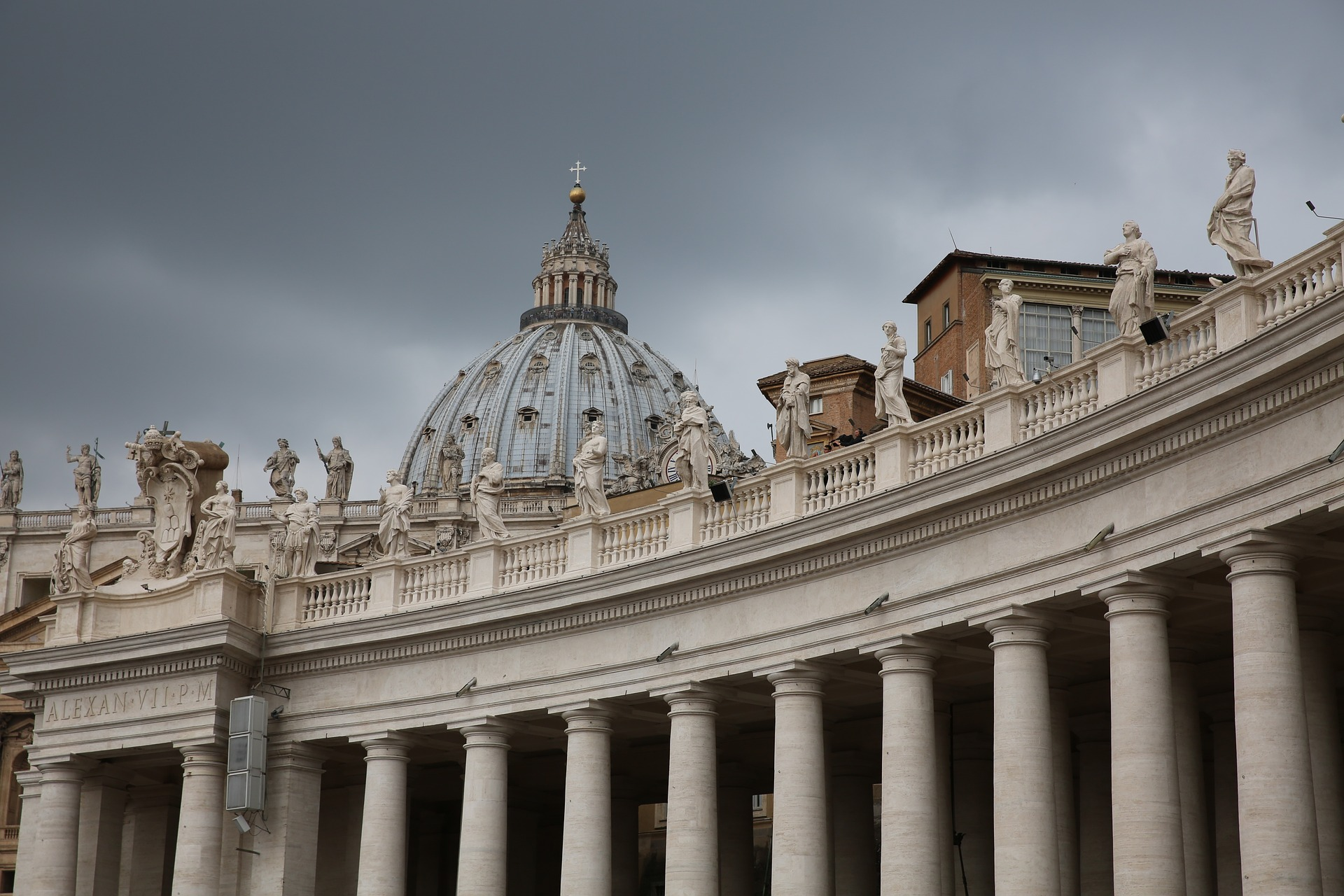 st-peters-basilica-1030710_1920